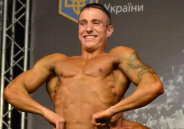 Культурист- десантник Виктор Тимченко на Чемпионате Украины IFBB 2012. Фото