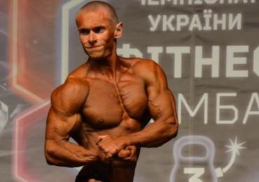 Бодибилдер Александр Костенко на Чемпионате Украины IFBB 2012. Фото