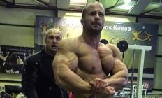 Бодібілдер-юніор Святослав Федорич показав як тренує дельти та руки
