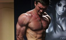 Бодібілдер Ярослав Сніжко показав як тренує м'язи грудей