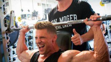 Три упражнения для тренировки плеч: по одной на каждый пучок